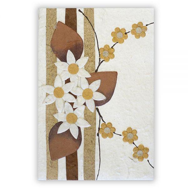SAA Grußkarte | 4 weisse Blüten natur mit braunen Blätter und Ornamentschleife