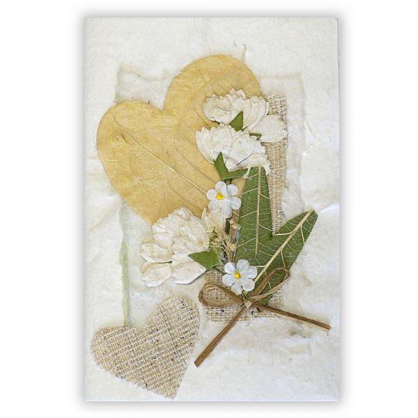 SAA Grußkarte | großes beiges Herz mit kleinem Herz und Grasblüten