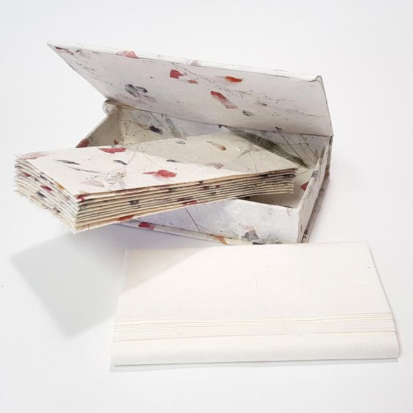 Briefpapier Box-Set mit Blütenpapier